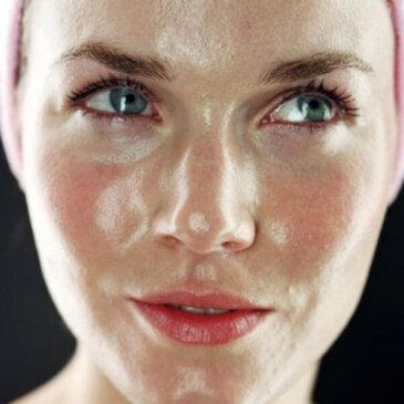 7 Порад щодо Догляду за Шкірою з Допомогою Вазеліну